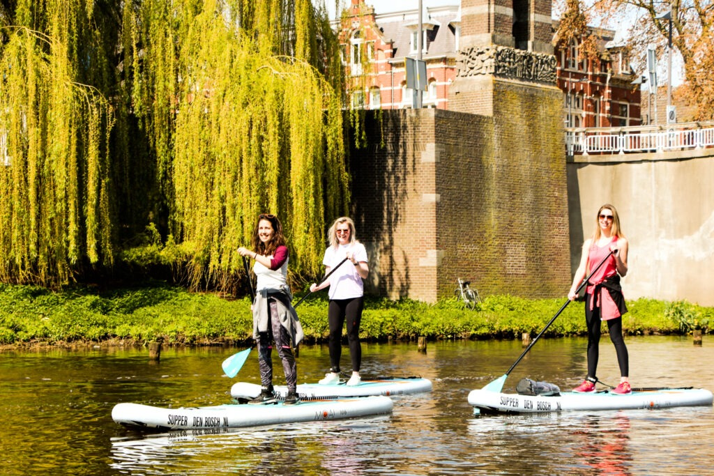 3 vriendinnen op supboard bij Supper Den Bosch